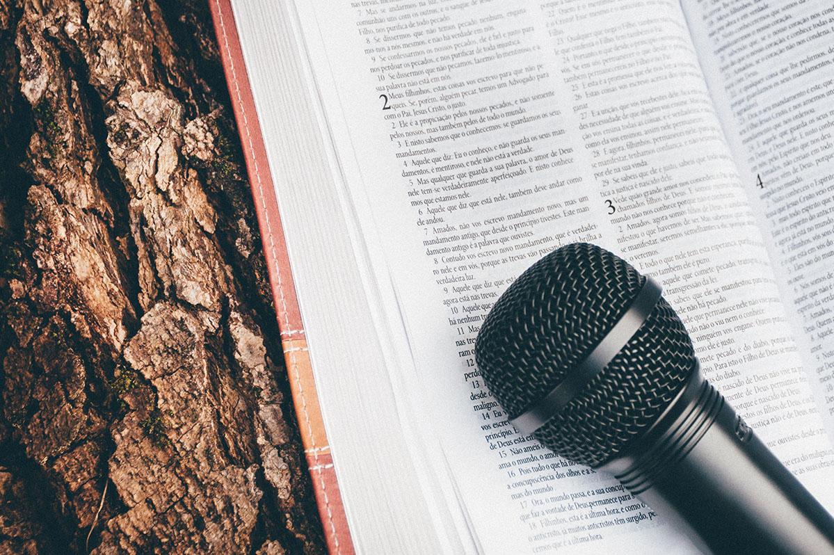 Gospel singing_thechurchesinafrica